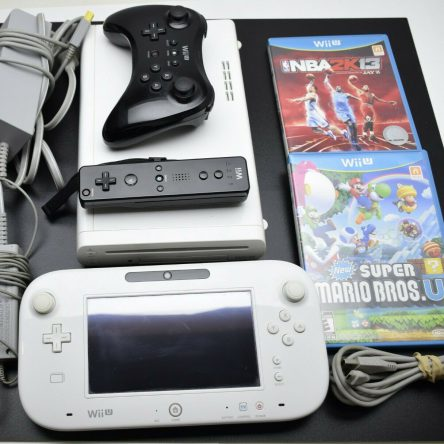 Nintendo Wii U (WUP-010 WUP-001) 8GB Console, GamePad, Cables, Controller, Games